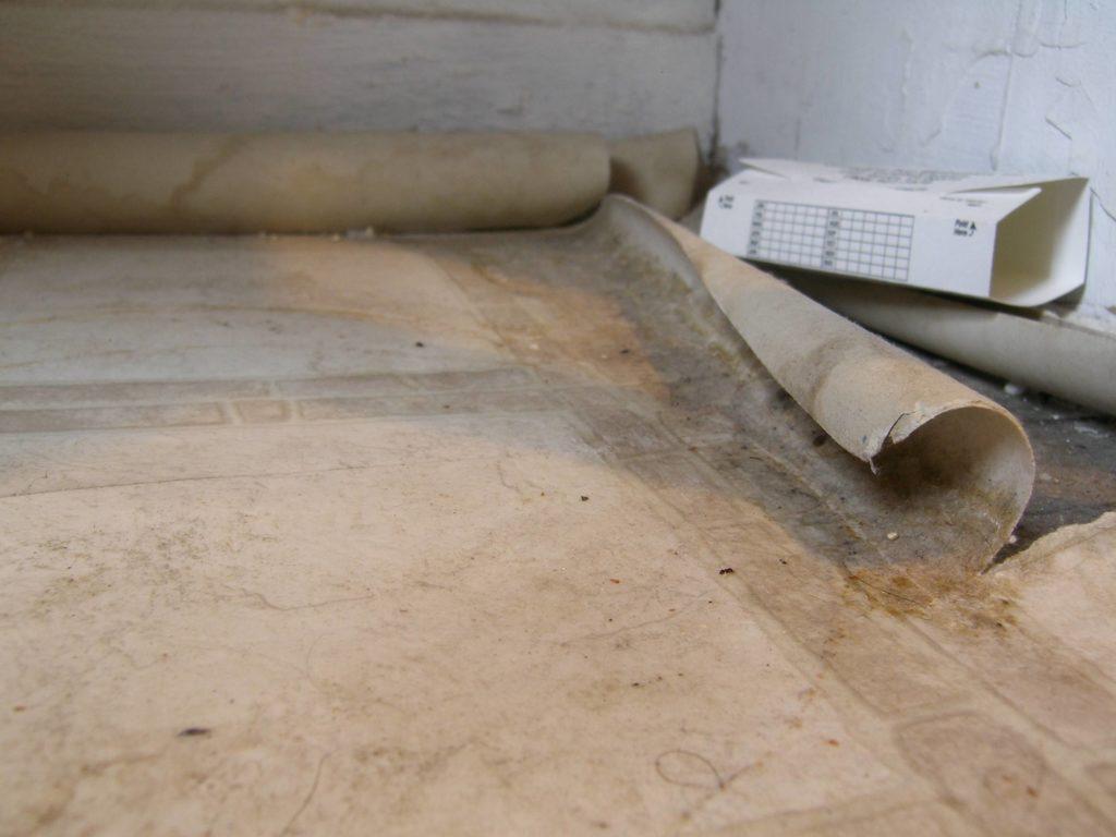 interior-no-glue-floating-vinyl-sheet-flooring-asbestos-for-bathroom-remodel-ideas-vinyl-sheet-flooring-black-vinyl-sheet-flooring-wood-look-vinyl-sheet-floorin[1]